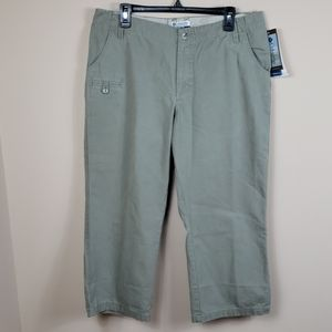 Columbia Olive Green Authentic Fit Capris